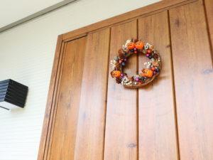 ハロウィン 飾りつけ 玄関
