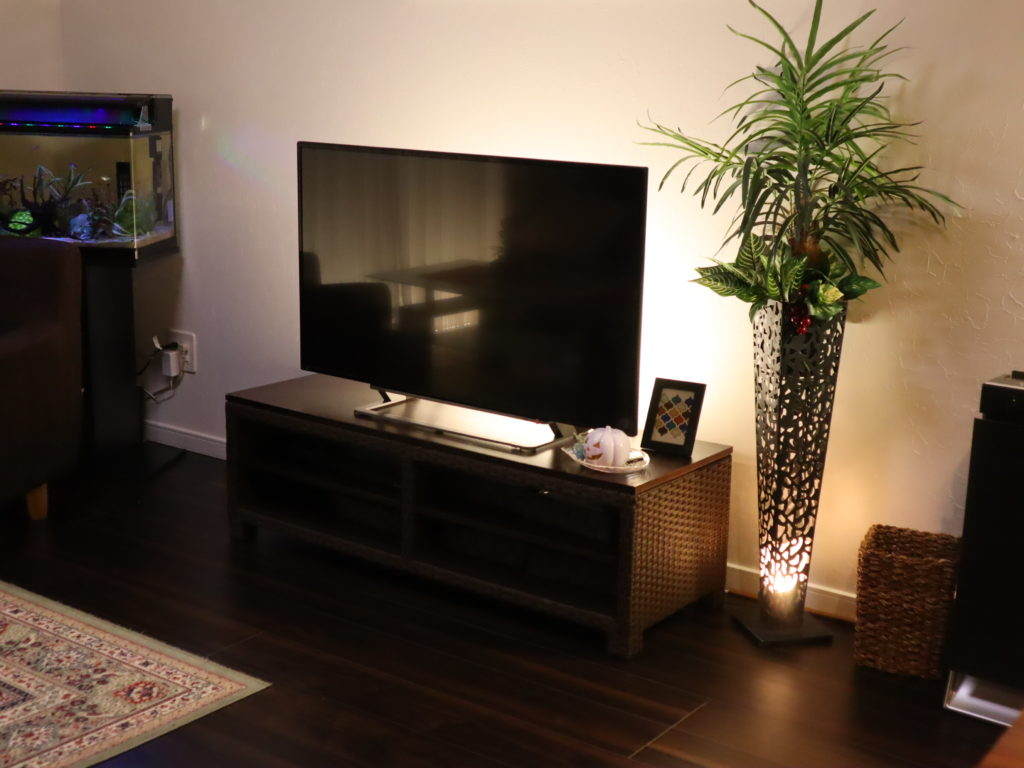 テレビ裏 間接照明